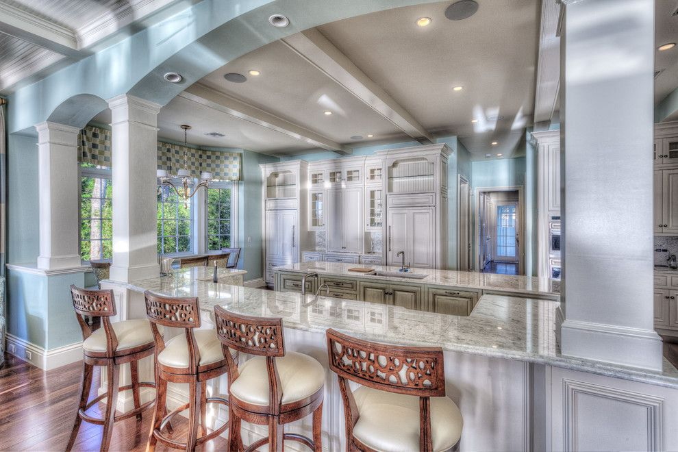 Sewell Appliance for a Traditional Kitchen with a Smithport and Sewell's Point, Florida by Superior Kitchens, Inc