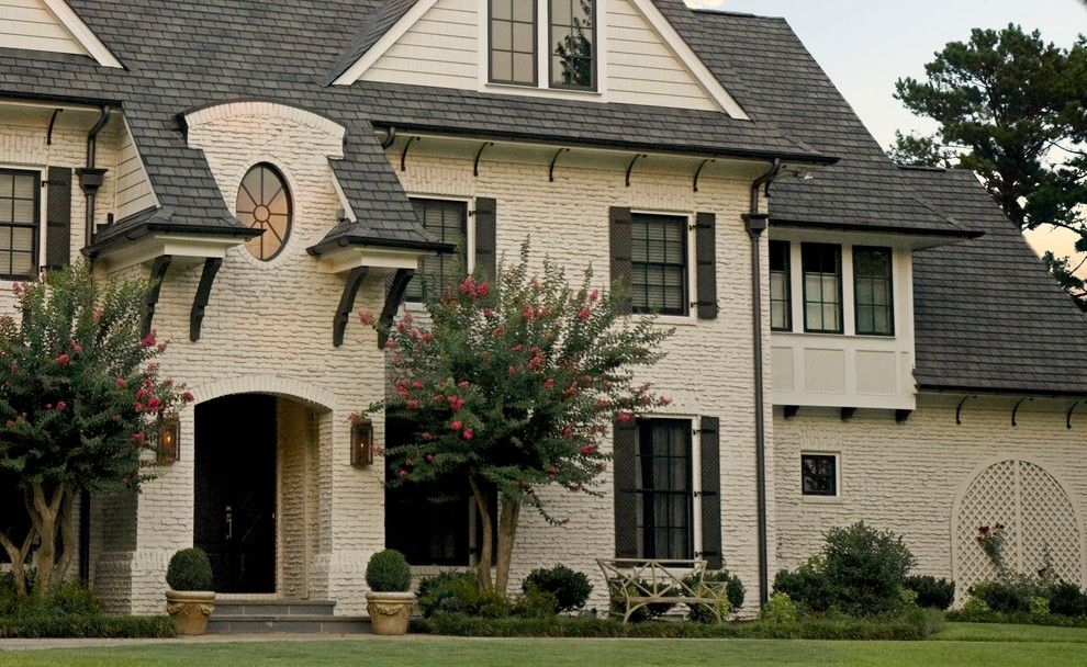 Sherwin Williams Exterior Paint Colors for a Traditional Exterior with a Lawn and Buckhead by Kemp Hall Studio