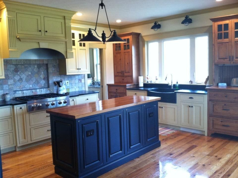 Shiloh Cabinetry for a Traditional Kitchen with a Xenia and Shiloh Cabinetry   Sw Cupola Yellow by the Kitchen Place