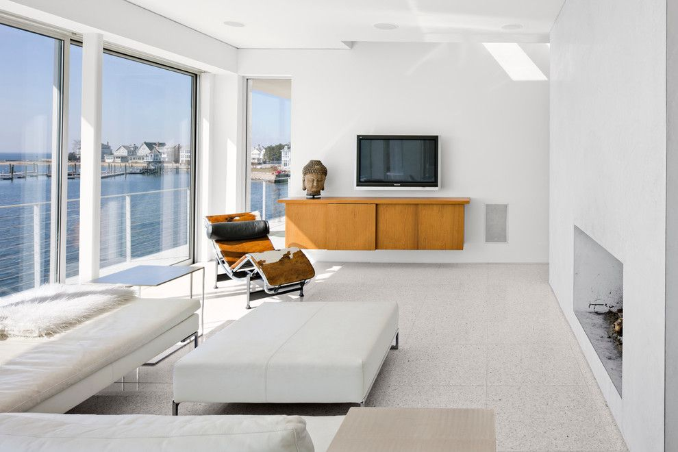 Shoreline Flooring for a Modern Living Room with a Venitian Plaster and Water House by Newick Architects