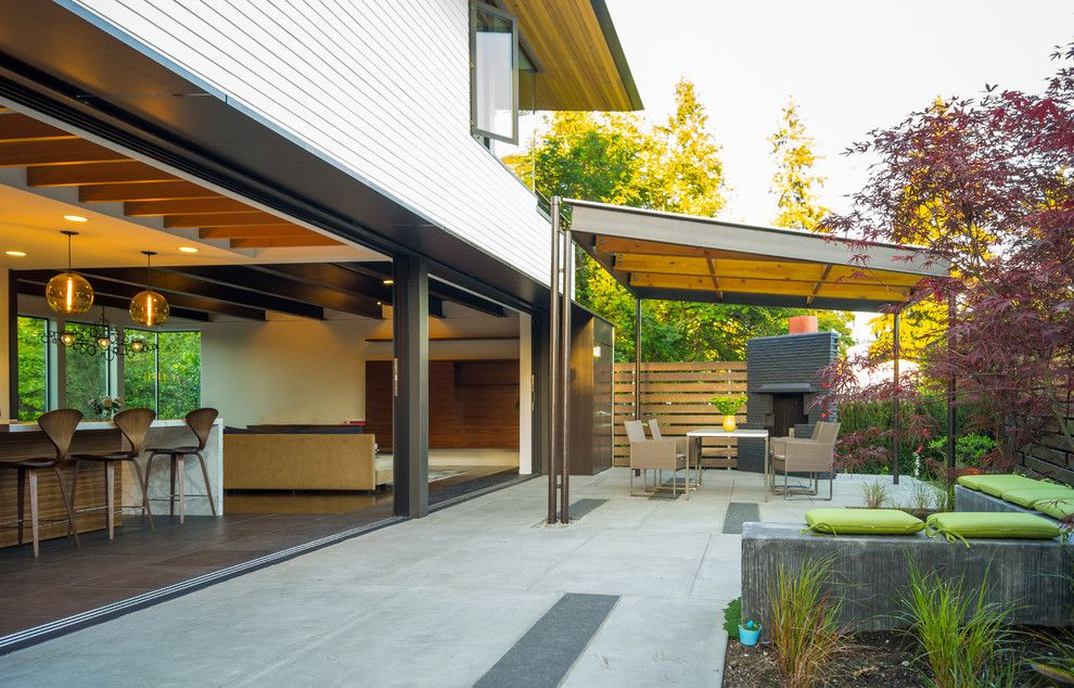 Simplex Homes for a Contemporary Patio with a Green and Sunrise Vista by Lane Williams Architects