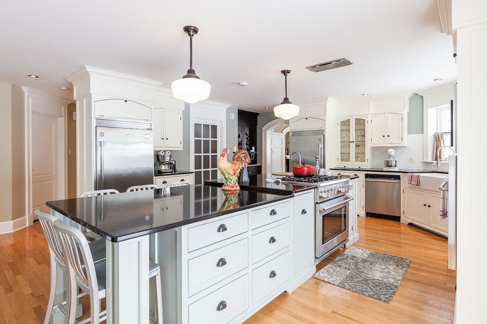Spencers Appliance for a Transitional Kitchen with a White Tile Backsplash and My Houzz: Traditional Home with Cottage Flair by Becki Peckham
