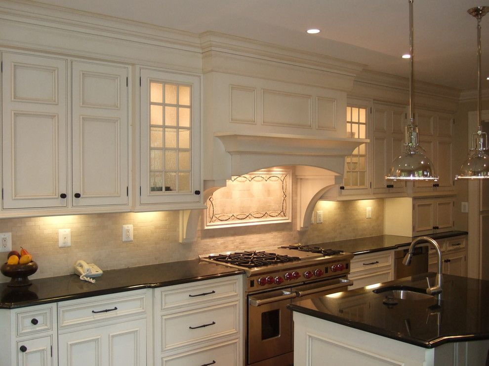 Starmark Cabinets for a Traditional Kitchen with a Island Pendants ...