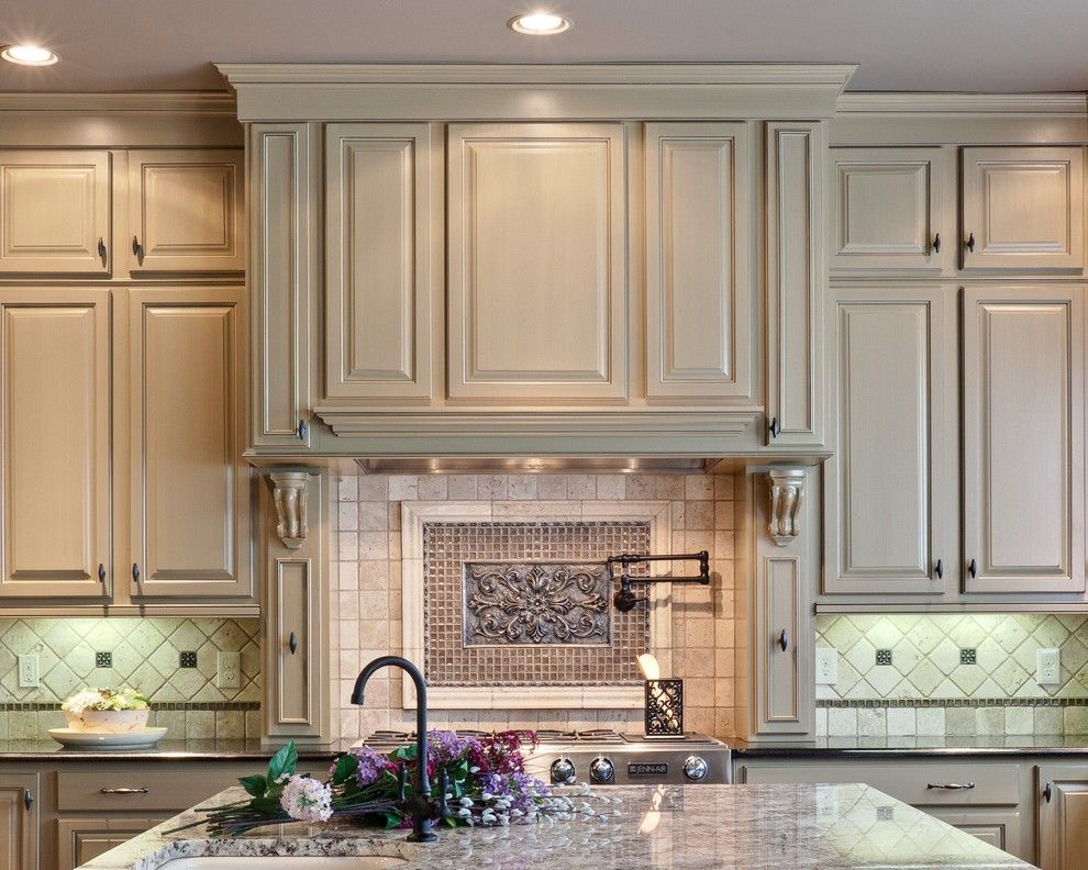 Starmark Cabinets for a Traditional Kitchen with a Neutral Colors and Teri Turan by Turan Designs, Inc.