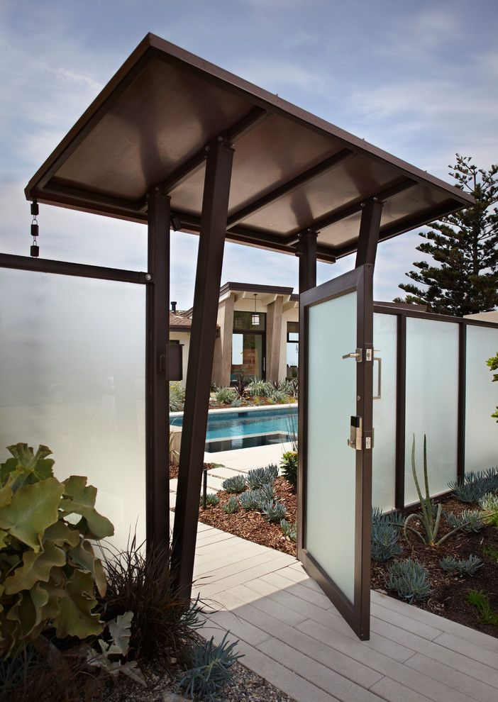 Starphire Glass for a Contemporary Landscape with a Translucent Fence and Mesa Contemporary by Allen Construction