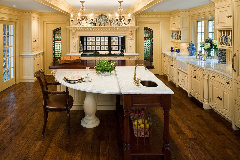 Supersod for a Traditional Kitchen with a Pedestal Table and Cheerful Formality by Superior Woodcraft, Inc.