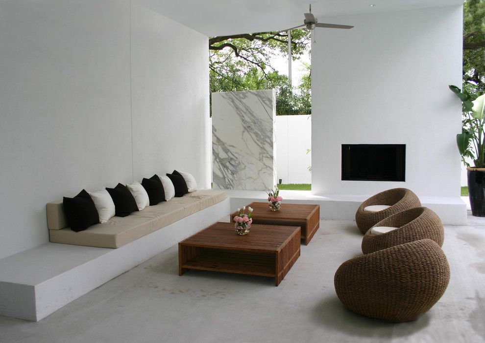 Tema Furniture for a Modern Patio with a Marble Wall and Sunset House by Allen Bianchi