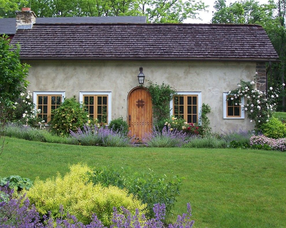 Texas Casual Cottages for a Farmhouse Landscape with a Cottage and Romantic Guesthouse Garden by Dear Garden Associates, Inc.