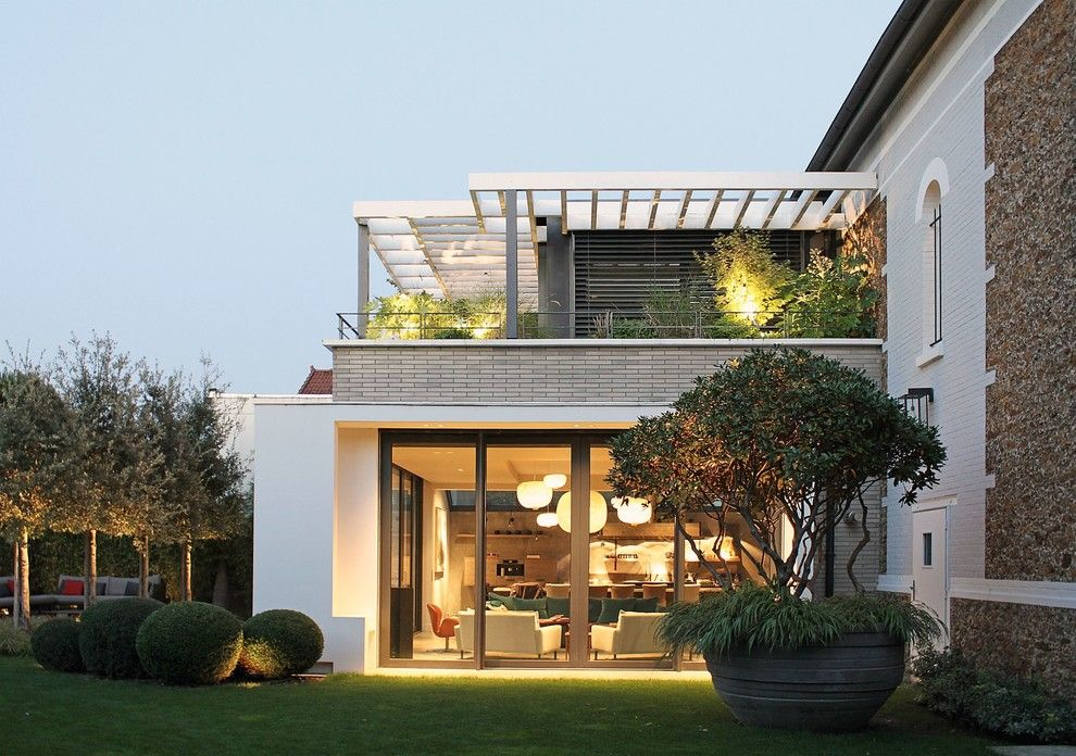 Texas Ranger Plant for a Contemporary Deck with a Pergola and Extension Contemporaine by Alexandre Dreyssé Architectes