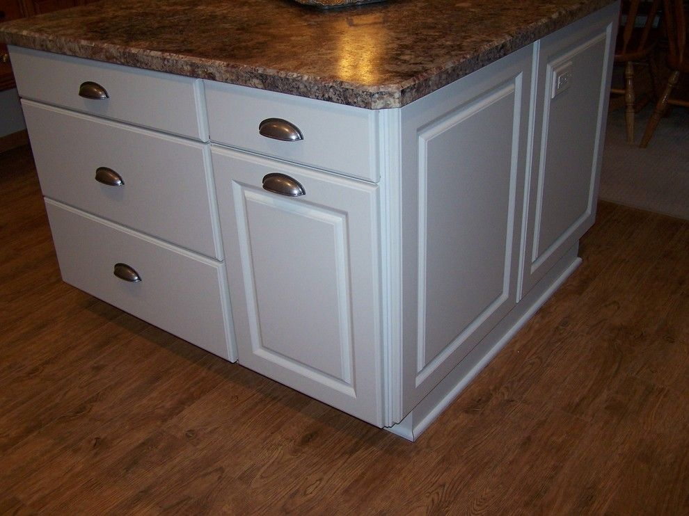 Thermofoil for a Transitional Kitchen with a Cabinetry and After  Homecrest White Thermofoil Kit, Williams Bay, Wi by the Cabinet Gallery at Dunn Lumber