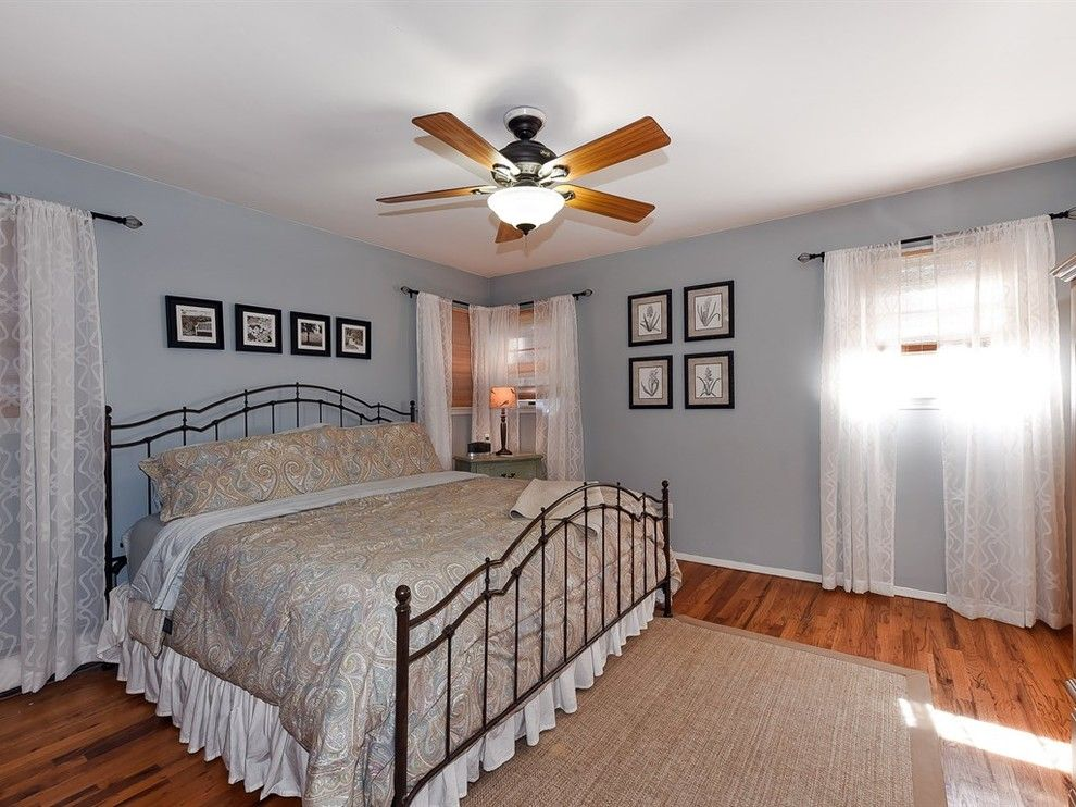 Tourfactory for a Farmhouse Bedroom with a Single Family Home and Boxwood Dr. by Douglas Elliman Real Estate Northport