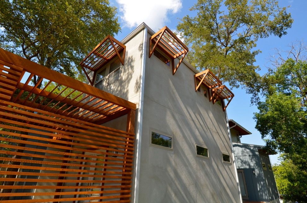 Treehouse Austin for a Contemporary Exterior with a Hardie Siding and East Side Green Treehouse by Ísark Studio