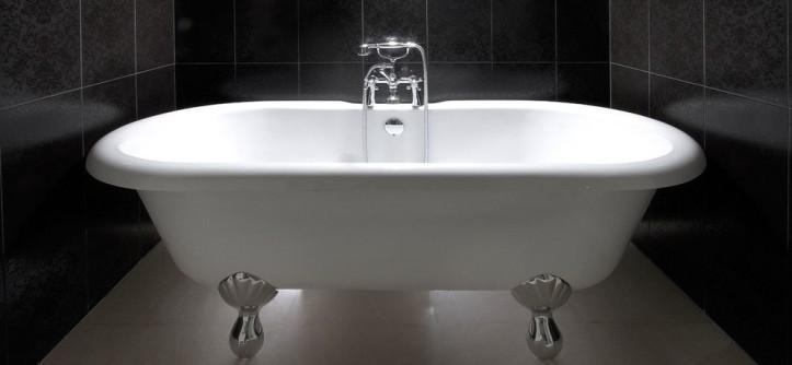 Vertical Bathtub for a Contemporary Bathroom with a Grey Wall and Bathroom by Elad Gonen