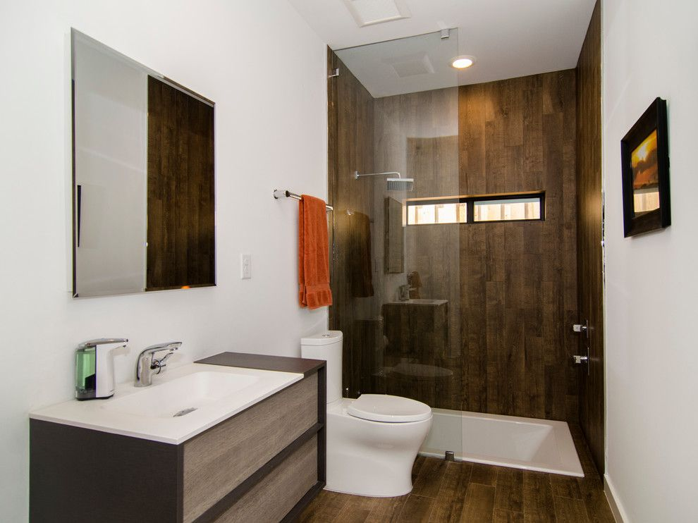 Vertical Bathtub for a Contemporary Bathroom with a Shower Window and Bluffview by Greenbrook Homes