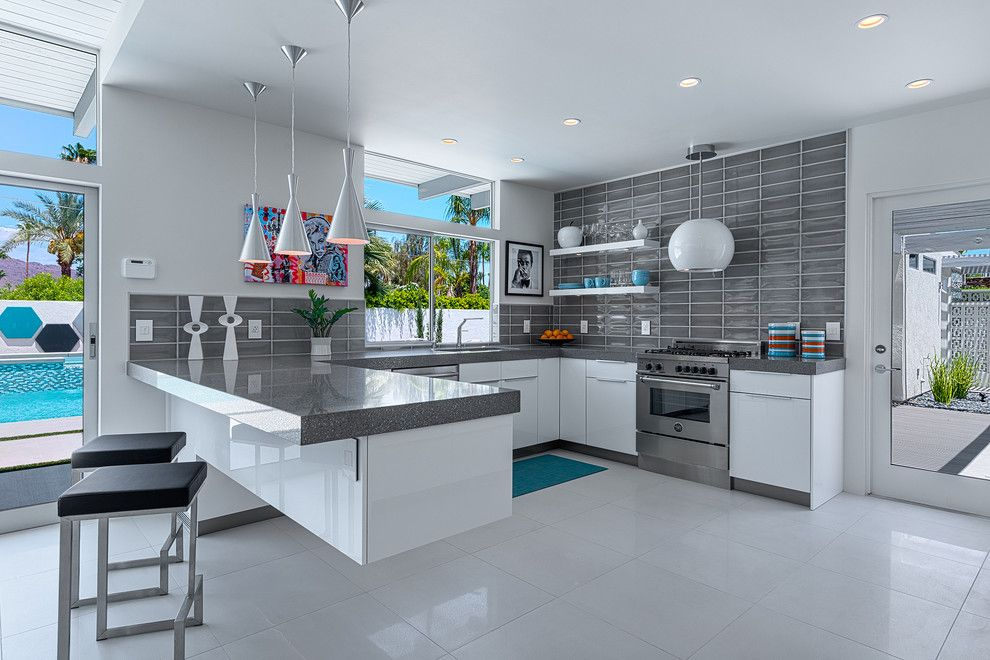 Zuomod for a Midcentury Kitchen with a Floating Peninsula and Houzz Tour: Revitalizing a Midcentury Home in Palm Springs by H3k Design