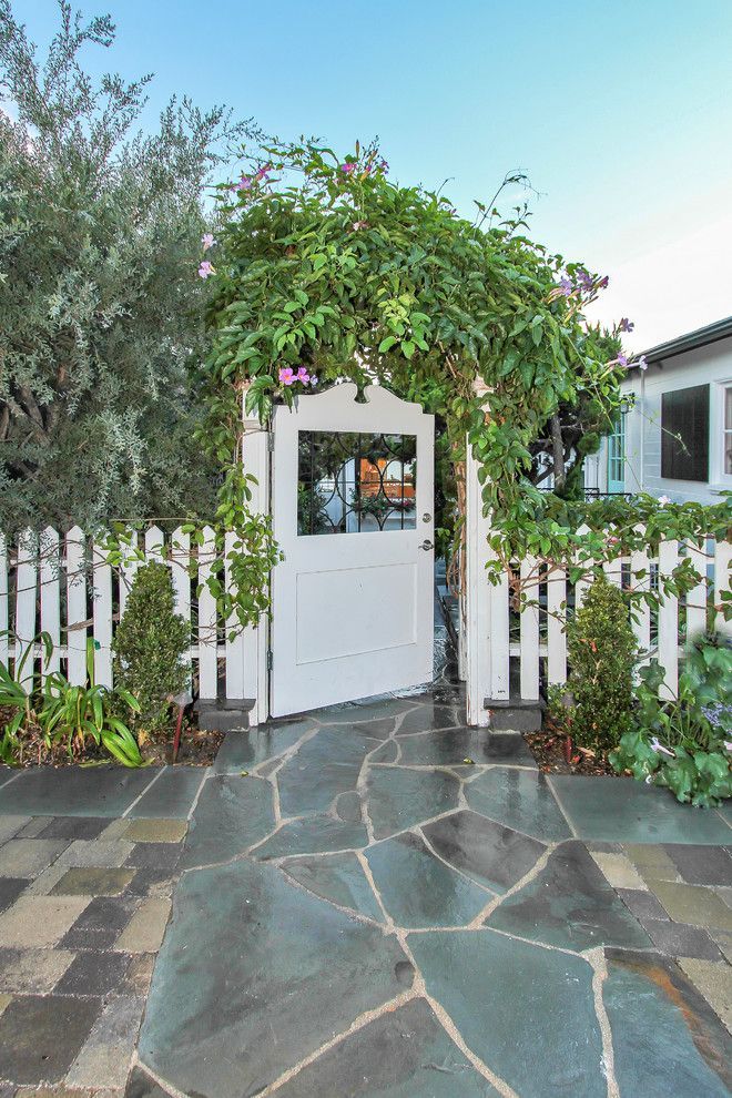8z Real Estate for a Beach Style Landscape with a Arbor and 6 Mar Vista, Laguna Beach by Antis Real Estate Photography, Inc.