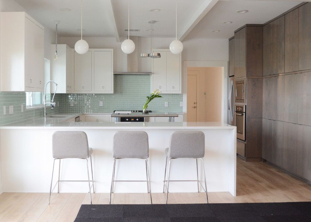 Charlie Steiner for a Contemporary Kitchen with a Island and Waxahachie, Tx: Ben & Sarah Wilson by Sarah Greenman