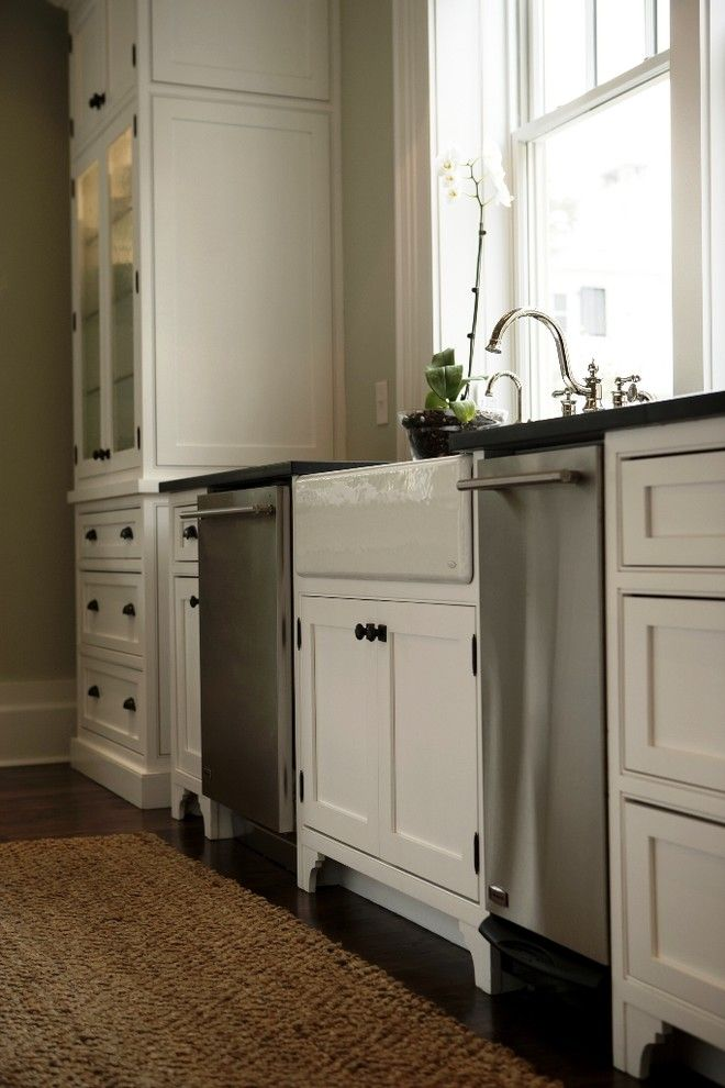 Clean Dishwasher Vinegar for a Traditional Kitchen with a Traditional and Kitchen Detail by Plantation Building Corp