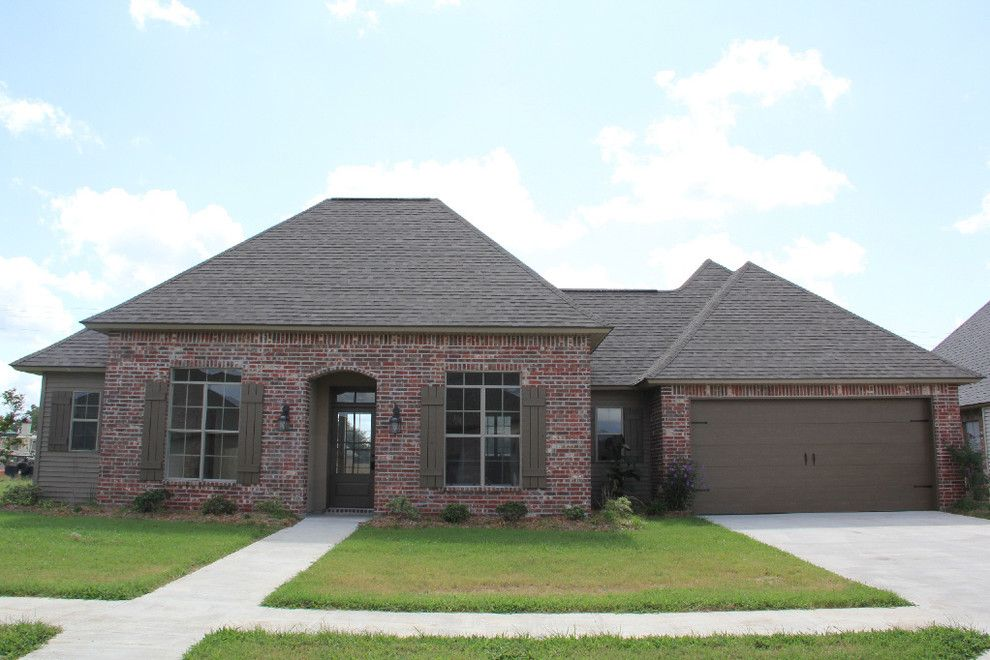Hanson Brick for a Traditional Exterior with a Traditional and Waterford Ridge 69 by Manuel Builders, Llc
