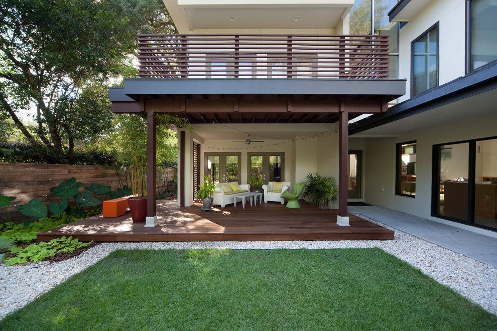 Harveys Furniture for a Contemporary Deck with a Bench and Laurel Road:  Evergreen Consulting and E2 Homes by Evergreen Consulting / 4egc