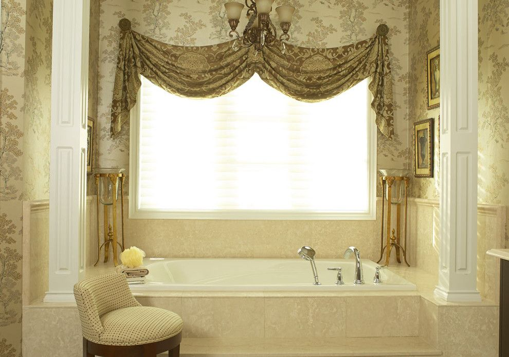 Lumar for a Traditional Bathroom with a Bath Tub and Aurora, Ontario Belfontain Project by Lumar Interiors