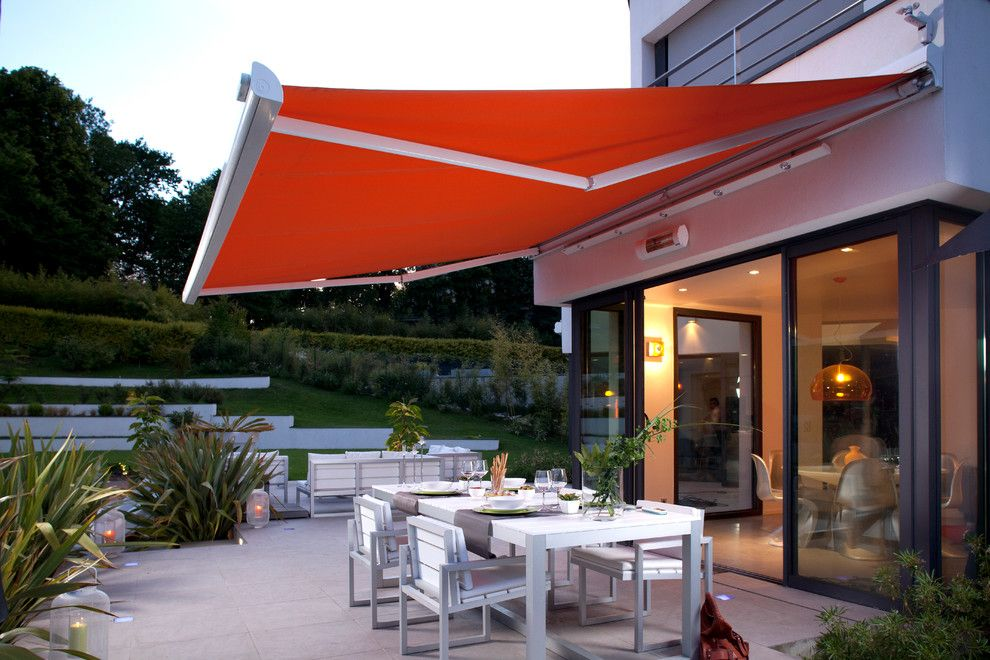 Solaire Silver Spring for a Modern Patio with a Sliding Glass Door and Somfy by Somfy