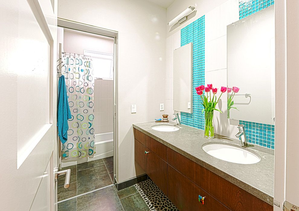 Tankless vs Tank Water Heater for a Contemporary Bathroom with a Bathroom and My Houzz: Simple Can Be Beautiful by Hoi Ning Wong