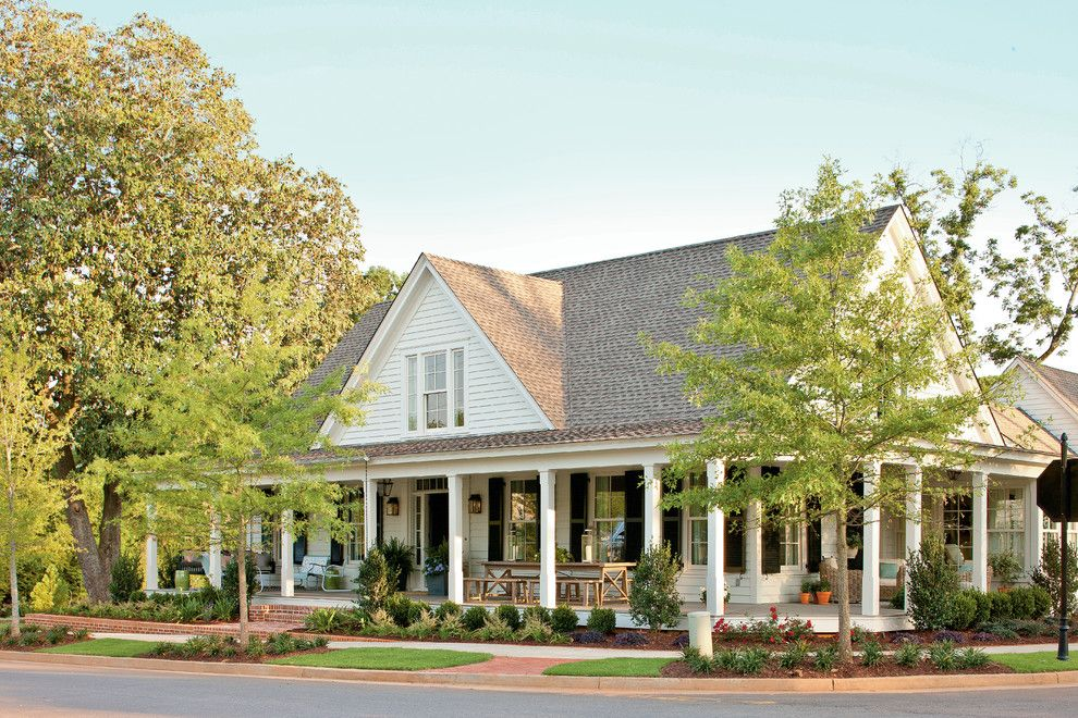 Timberline Construction for a Farmhouse Exterior with a Wrap Around Porch and Renovation:  Senoia Farmhouse by Historical Concepts