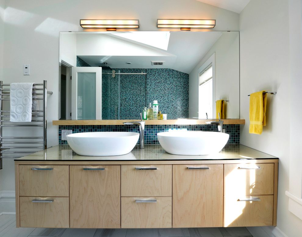 Aho Construction for a Contemporary Bathroom with a Ensuite Bathroom and House Renovation by Sandy Hill Construction Ltd.