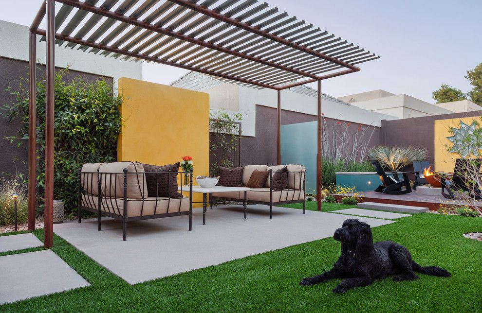 Aho Construction for a Modern Landscape with a Modern and the Colony House by Coffman Studio