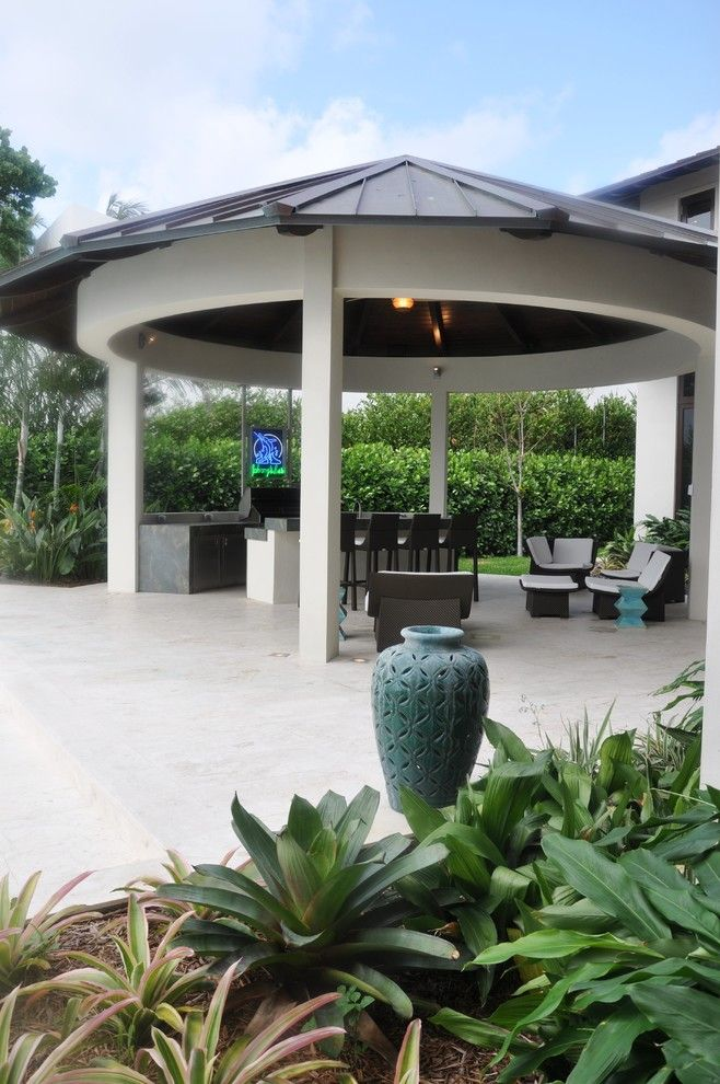 Akoya Miami Beach for a Tropical Patio with a Interior Desing Miami and Harbor Point by B Pila Design Studio