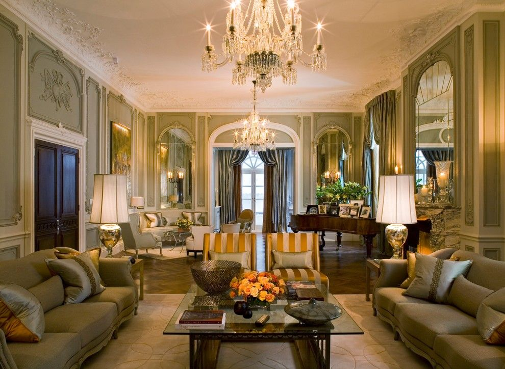 Alabama Furniture Market for a Traditional Living Room with a Ornate Carved Celiing and Mayfair Residence by Intarya