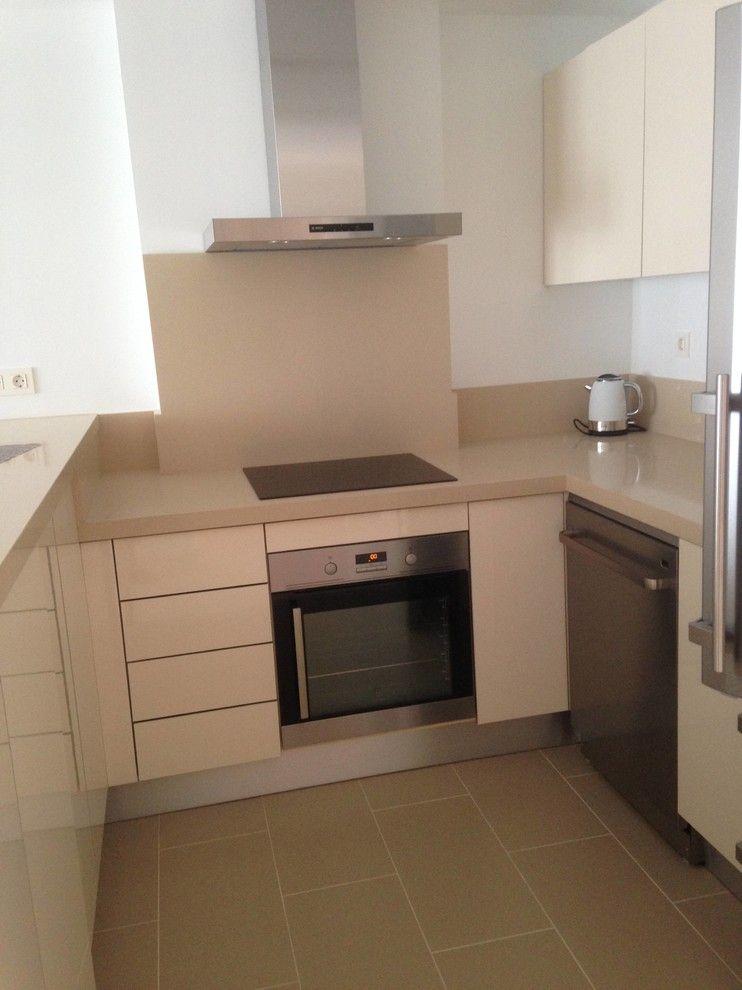Asko Appliances for a Transitional Kitchen with a Lavavajilla Asko and Quietud Cerca Del Mar by Emalia Home Design
