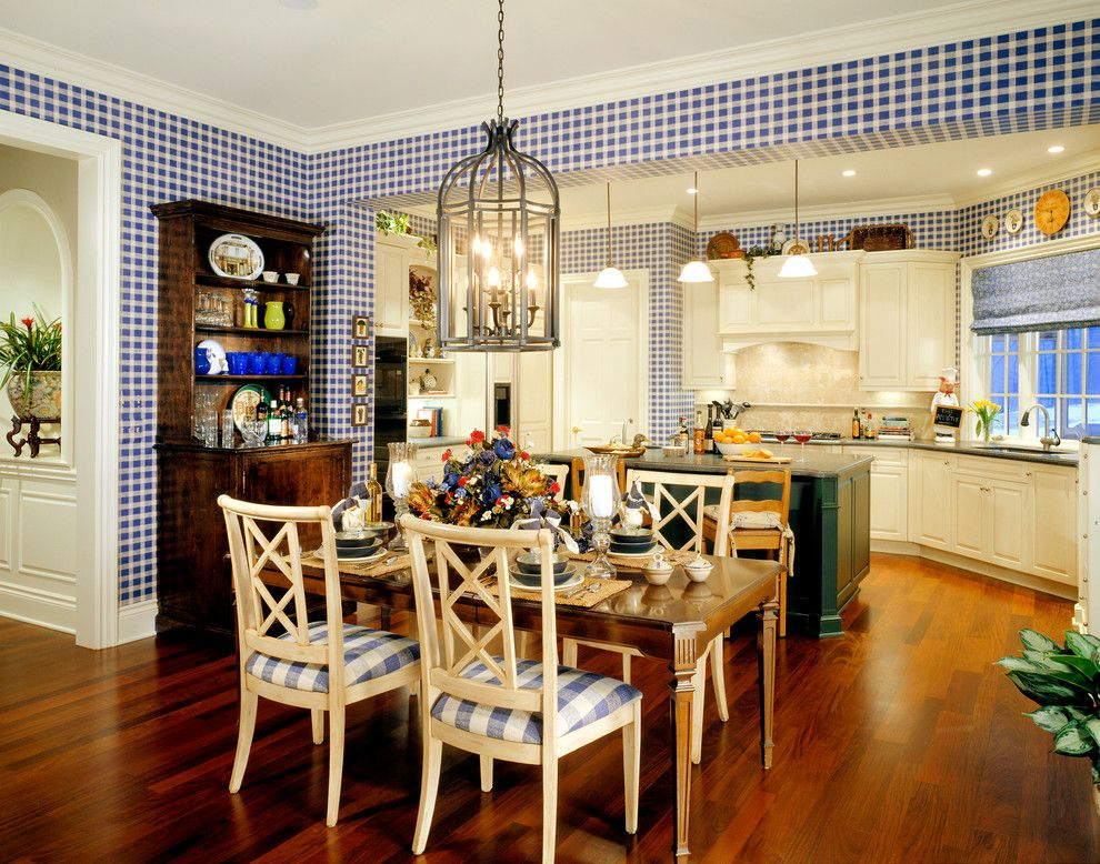 Avalon West Chelsea for a Traditional Kitchen with a Kitchen Island and Chelsea Park by Desrosiers Architects