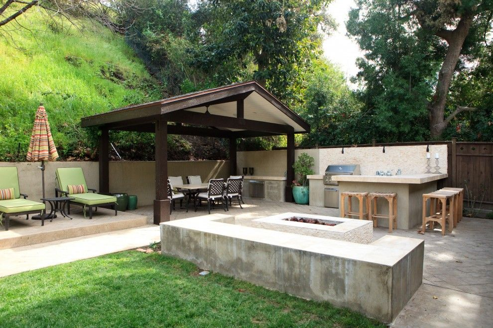 Backyard Bbq Pit for a Eclectic Patio with a Concrete Paving and Globus Builder by Globus Builder