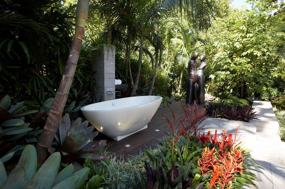 Bellagio Day Spa For A Contemporary Patio With A Outdoor Freestanding  Bathtub And Reflections By Dean