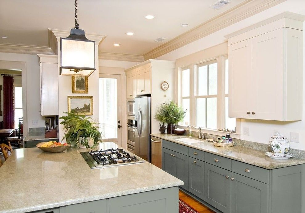 Best Buy Alamo Ranch for a Traditional Kitchen with a Island and White Kitchen Cabinets | Shaker Door Style | Cliqstudios by Cliqstudios Cabinets