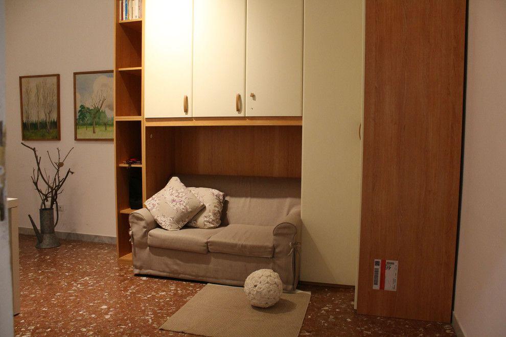 Cat 5e vs Cat 6 for a Modern Living Room with a Abbinmento Rosso E Viola and Foto Home Staging in Rosso E Viola by Ilaria Romanini