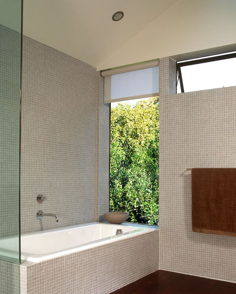 Cleaning Windows with Vinegar for a Modern Bathroom with a Shade and Cary Bernstein Architect Choy 1 Residence by Cary Bernstein Architect