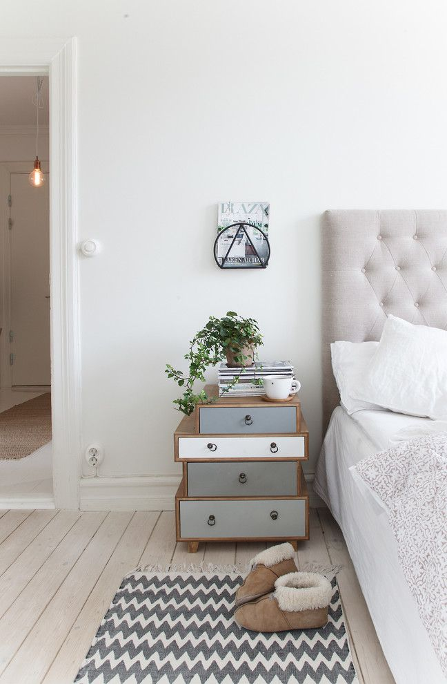 Coastal Virginia Magazine for a Scandinavian Bedroom with a Grvit Matta and Sekelskiftesdröm... by House Helsingborg Ab