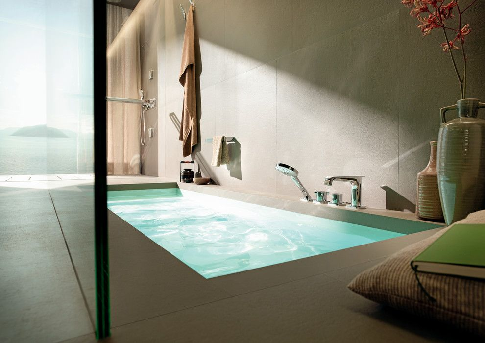 Colonnade Atlanta for a Modern Bathroom with a Deck Mounted Tub Filler and Hansgrohe by Hansgrohe Usa