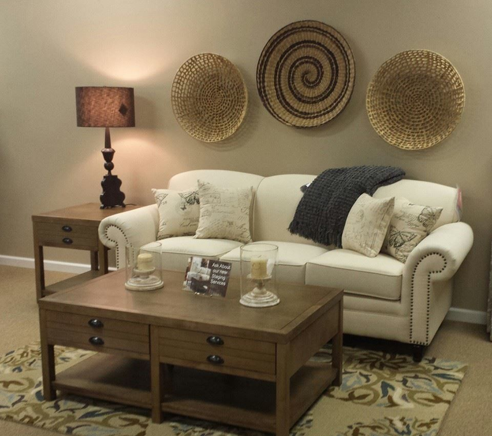Consignment Furniture Tulsa for a Transitional Living Room with a Rug and Gallery by Savannah Furniture Consignment