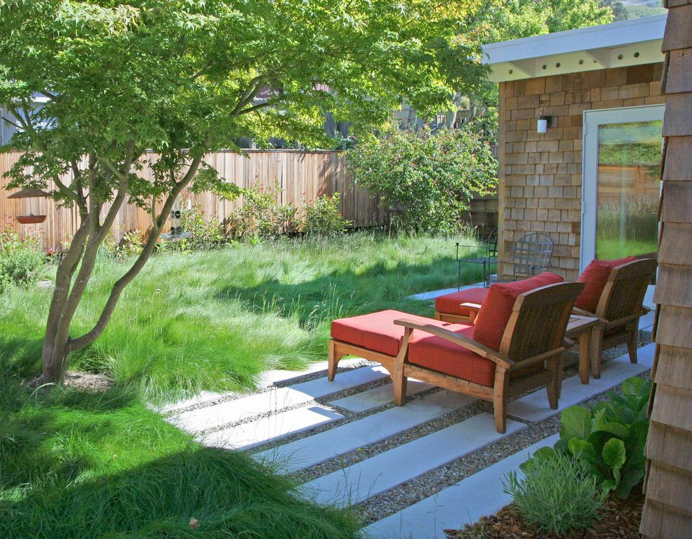 Cusion for a Contemporary Landscape with a Cape Cod and Modern Revival by Shades of Green Landscape Architecture