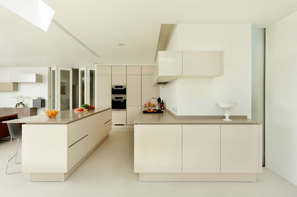 Daytime Tri Cities for a Contemporary Kitchen with a Halcyon Interiors and Bellamy   a Sleek and Contemporary Open Plan Kitchen and Dining Space by Halcyon Interiors Ltd