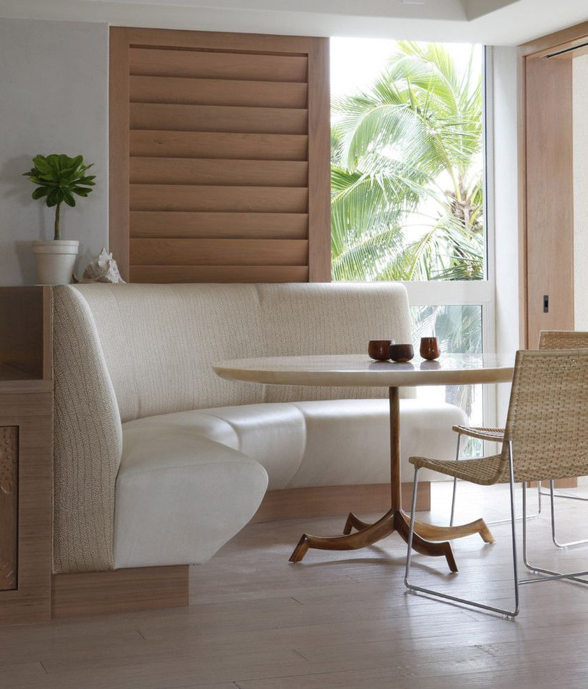 Daytime Tri Cities for a Tropical Dining Room with a Pedestal Table and Waterfront Grace by Philpotts Interiors
