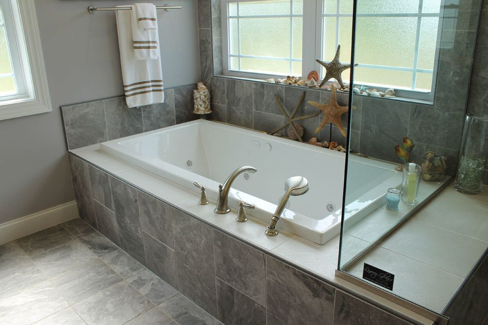 Demising Wall for a Traditional Bathroom with a Floor Tiles and Classic Porcelain Collection by Best Tile
