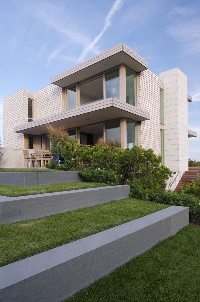 Dimensional Shingles for a Modern Exterior with a Stairs and Stelle Lomont Rouhani Architects by Stelle Lomont Rouhani Architects