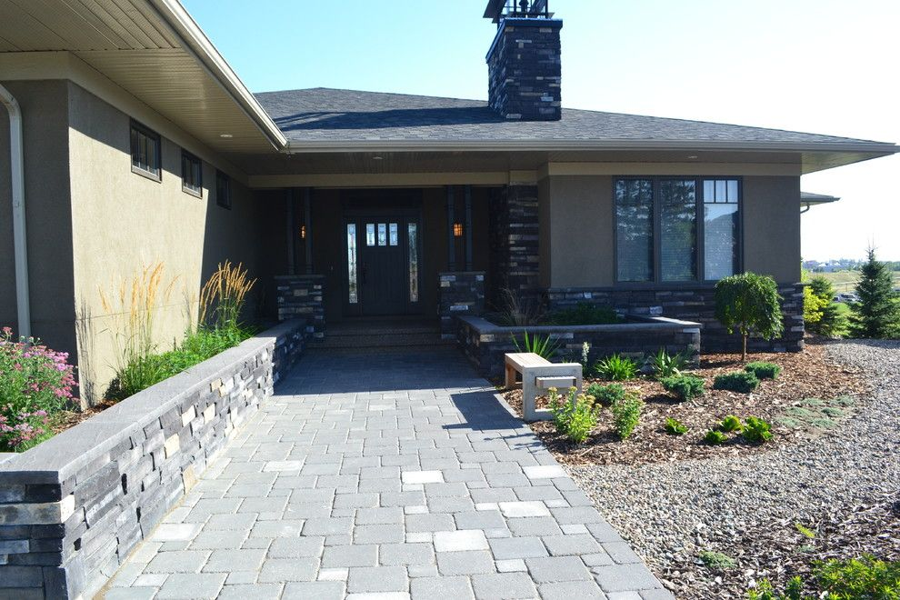 Earthled for a Traditional Landscape with a Xeriscaping and H Residence by Earthlings Inc.