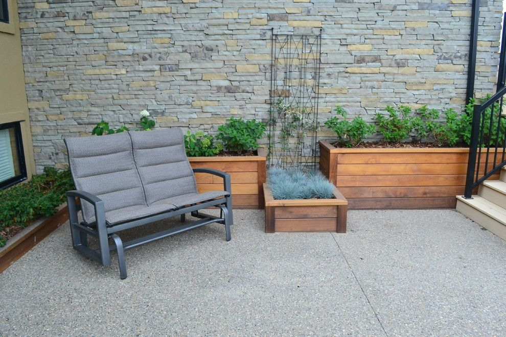 Earthled for a Traditional Patio with a Lethbridge and T/m Residence by Earthlings Inc.