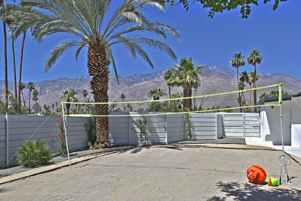 Escena Palm Springs for a Modern Landscape with a White Stucco Exterior and Farrell, Palm Springs by American Coastal Properties